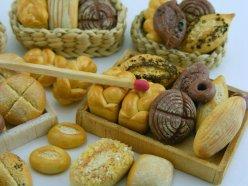shay aaron minuature food chicquero artisan bread