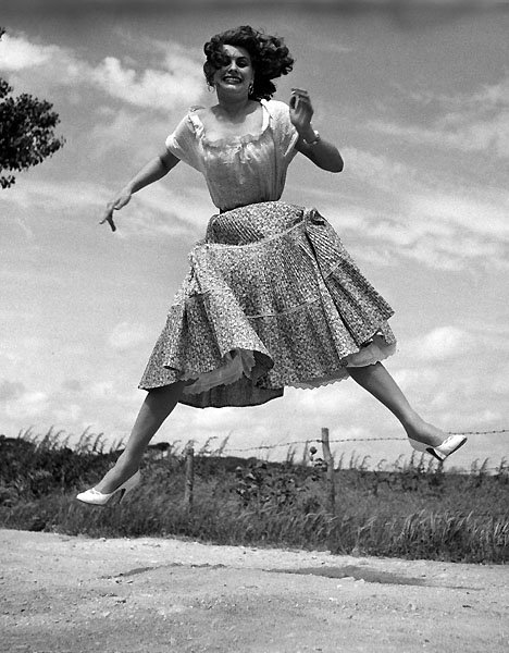 Jump 1959 by Philippe Halsman Sophia-Loren