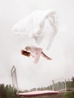 maia flore sleep elevation girl flying chicquero