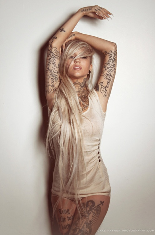 sexy inked girls tattoos tatts - chicquero - body tattooed blond