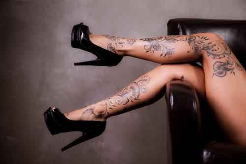 sexy inked girls tattoos tatts - chicquero - legs heels tattoo