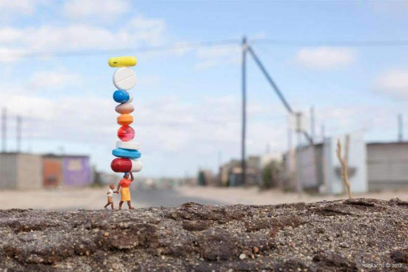 Little people project - cool miniature art - balancing pills