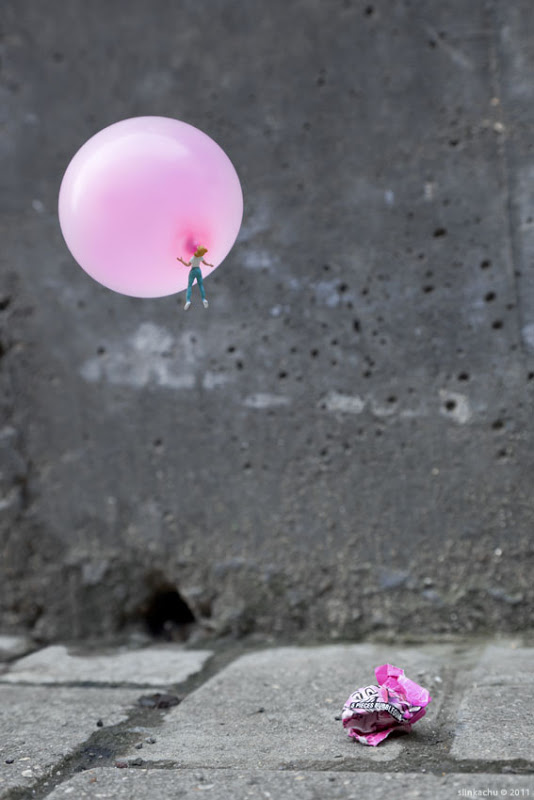 Little people project - cool miniature art -bubble gum ballon
