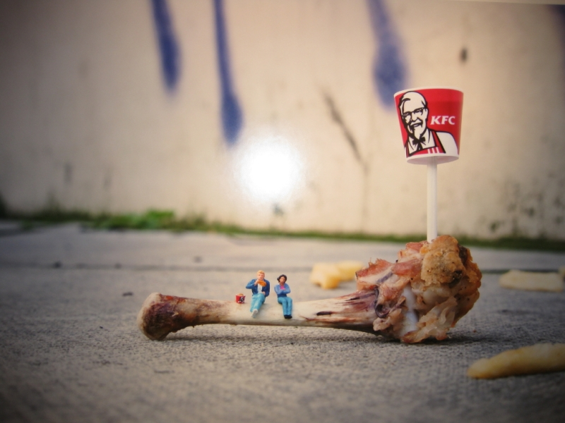 Little people project - cool miniature art - kfc chicken lunch