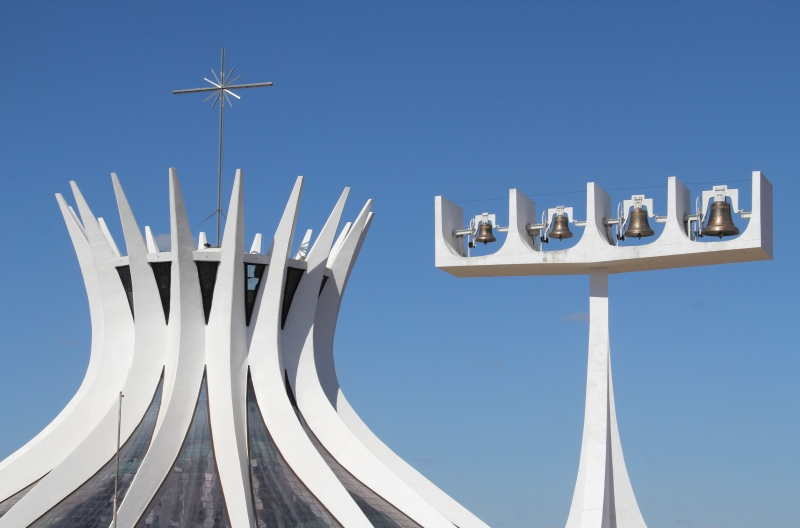 Oscar Niemeyer - Brazilian architect - Chicquero Design - Brasilia Cathedral 3