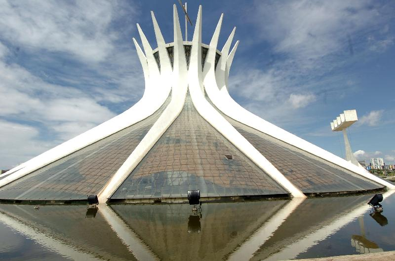 Oscar Niemeyer - Brazilian architect - Chicquero Design - Brasilia Cathedral 6