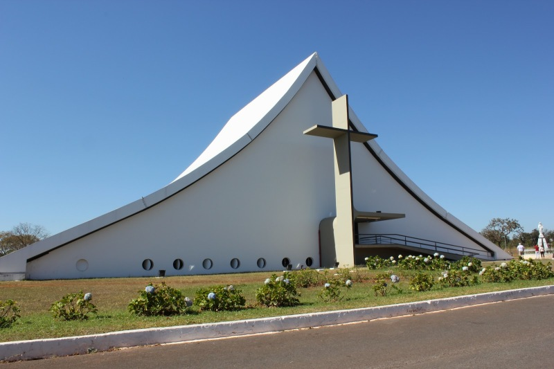 Oscar Niemeyer - Brazilian architect - Chicquero Design - Brasilia Church