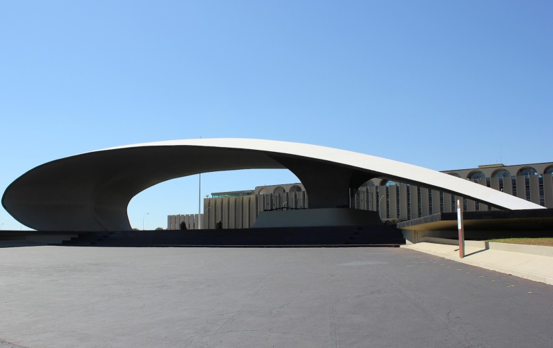 Oscar Niemeyer - Brazilian architect - Chicquero Design - Brasilia Military sector