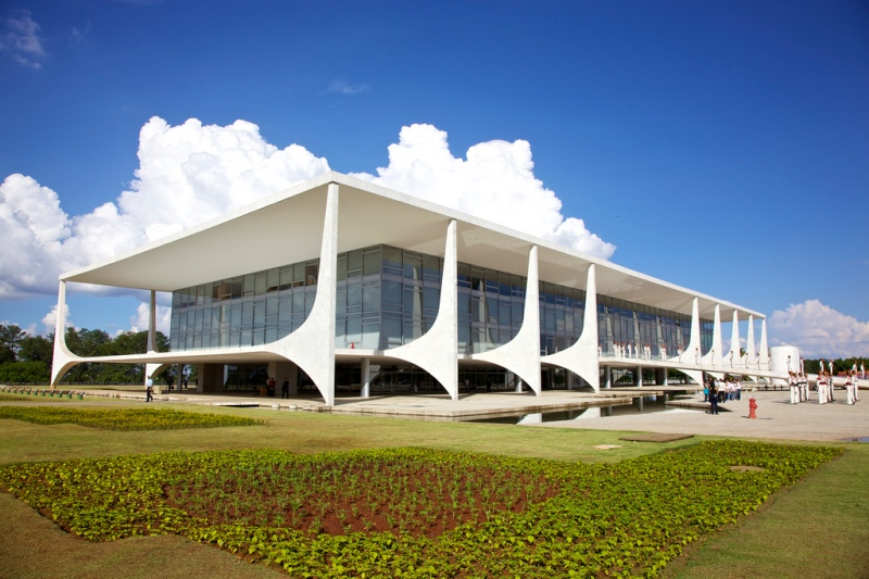 Oscar Niemeyer - Brazilian architect - Chicquero Design - Brasilia Palace of the Dawn 2