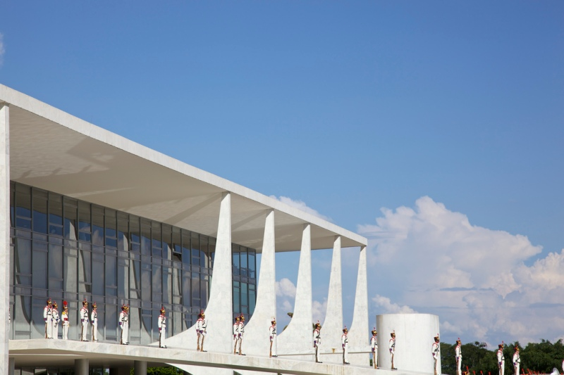 Oscar Niemeyer - Brazilian architect - Chicquero Design - Brasilia Palace of the Dawn 3