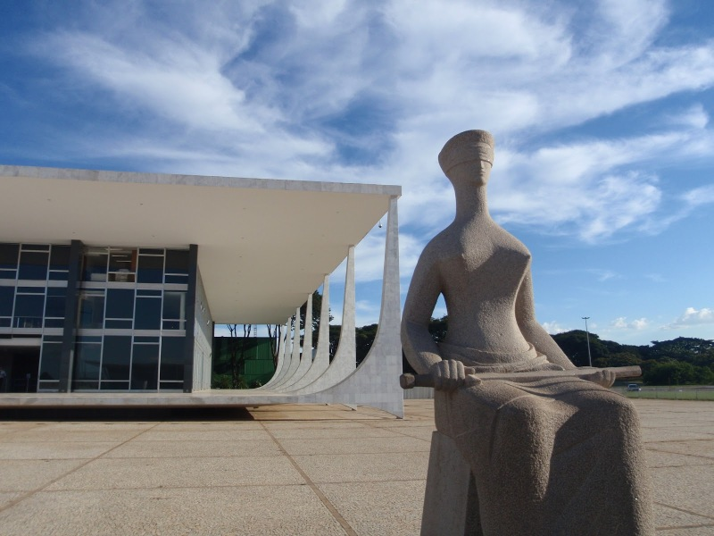 Oscar Niemeyer - Brazilian architect - Chicquero Design - Brasilia Palace of the Dawn 4