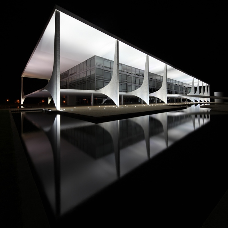 Oscar Niemeyer - Brazilian architect - Chicquero Design - Brasilia Palace of the Dawn 9