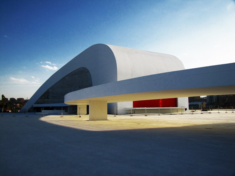 Oscar Niemeyer - Brazilian architect - Chicquero Design - Center