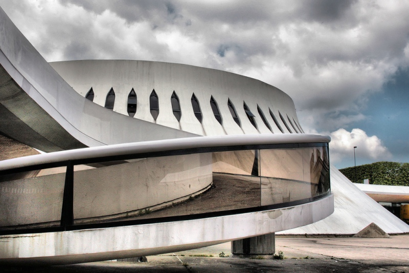 Oscar Niemeyer - Brazilian architect - Chicquero Design - Espace