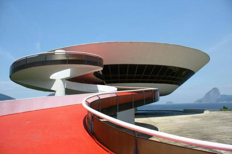 Oscar Niemeyer - Brazilian architect - Chicquero Design - Mac Art museum Niterói Brazil