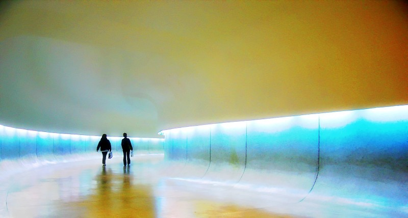 Oscar Niemeyer - Brazilian architect - Chicquero Design - The Eye contemporary museum Curitiba Brazil - Entering the spaceship