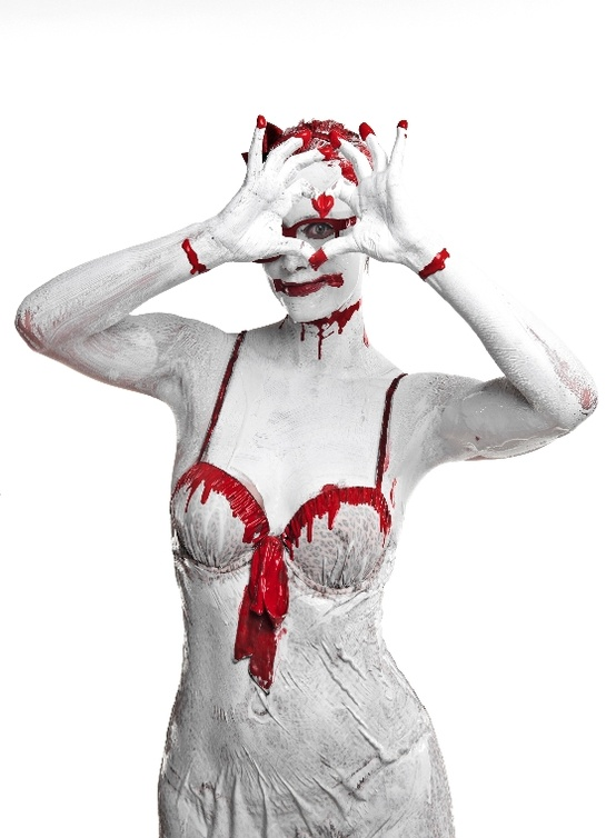 Bloody valentine - Naman creative photography - Chicquero - heart hands