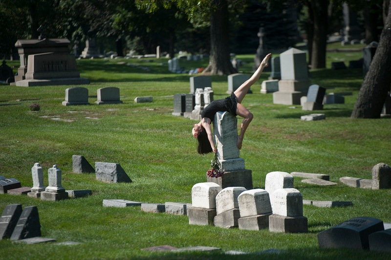 Dancers-Among-Us- chicquero photography - dance in-Chicago-at_Graceland-Cemetery-Chloe-Crade