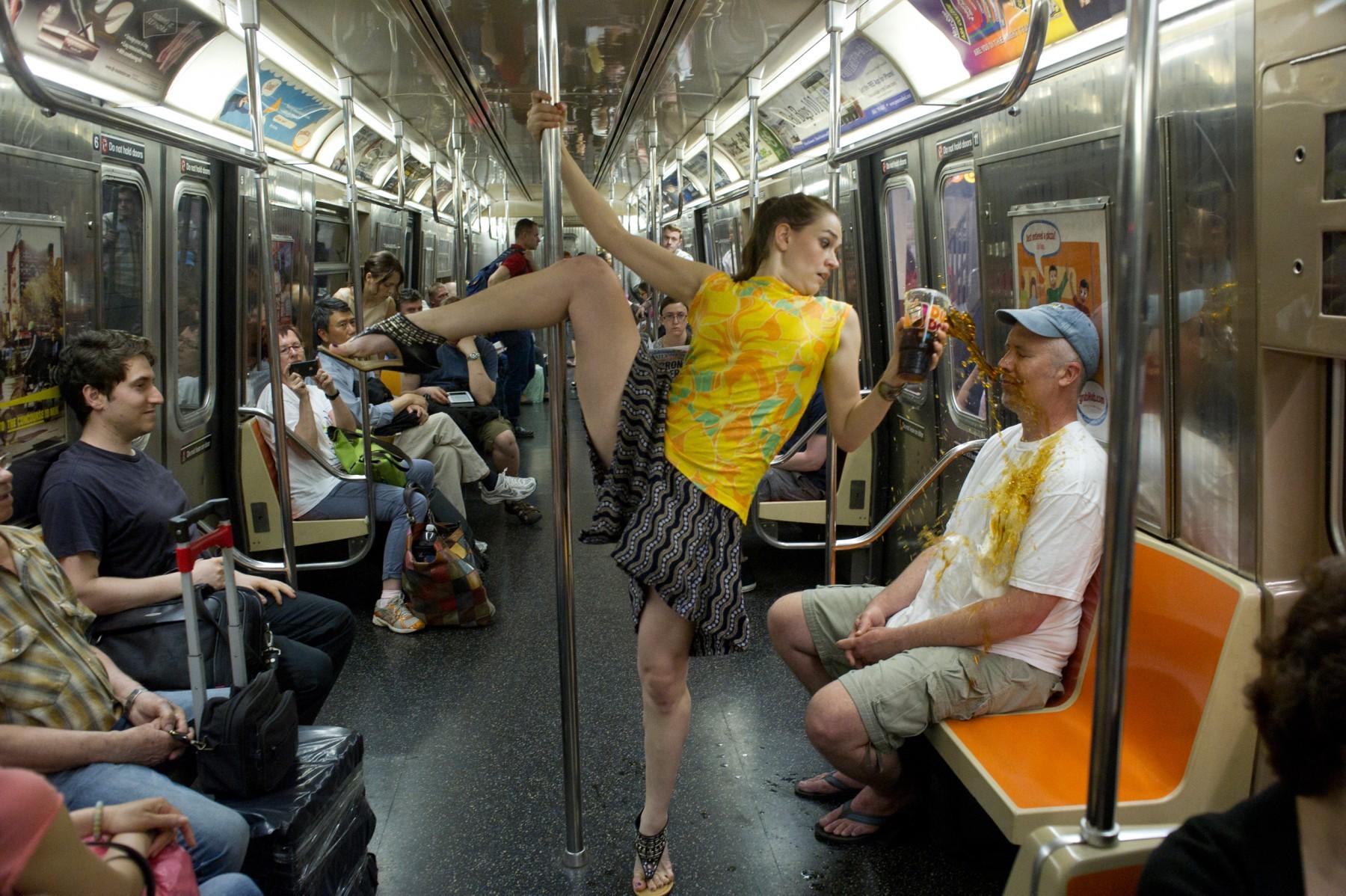 Пристают в метро 23 фотография